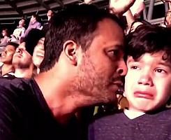 Emoção de um rapaz com autismo num concerto dos Coldplay Leia mais: Emoção de um rapaz com autismo